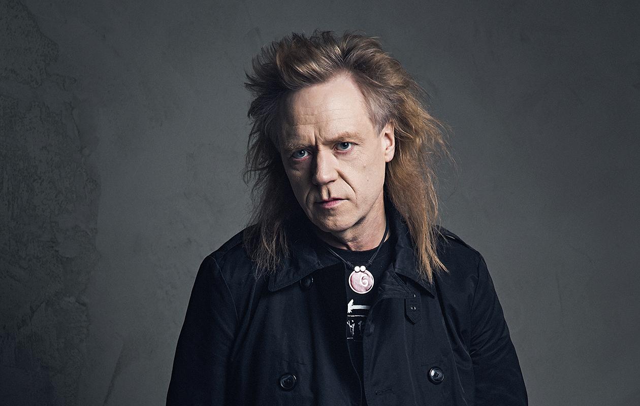 Jussi Hakulinen, 56, päättää Yö-yhtyeen tarinan omalta osaltaan Yön viimeinen varietee -kiertueella ensi syksynä. Konsertit järjestetään 4.9. Tampereella, 24.9. Rovaniemellä ja 8.10. Helsingissä.