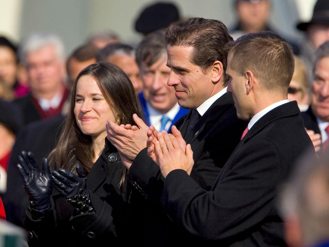 Ashley, Hunter ja Beau Biden vuonna 2009, kun heidän isänsä Joe Biden vihittiin varapresidentiksi.