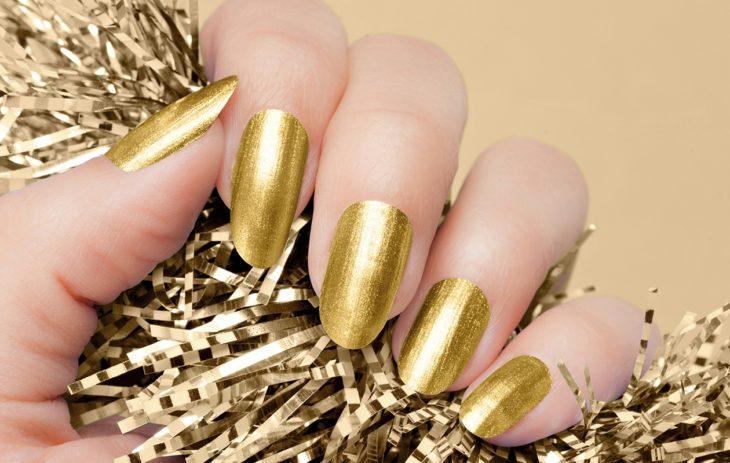 Metallilakoista kulta on aina ajankohtainen.