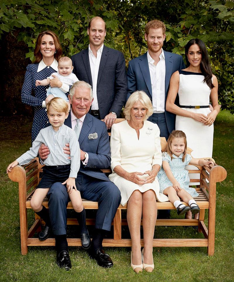 Perhe kokoontui potrettiin prinssi Charlesin 70-vuotispäivänä syksyllä 2018.