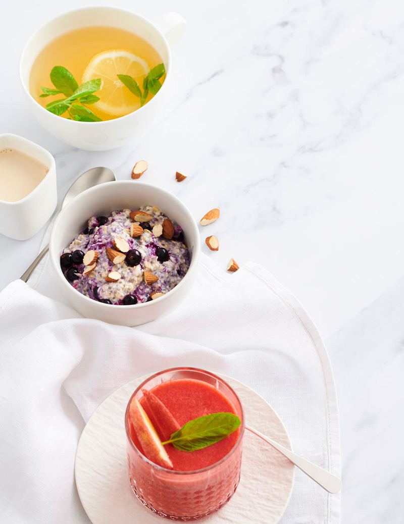 inkivääri-sitruunatee, tuorepuuro ja greippi-mansikkasmoothie
