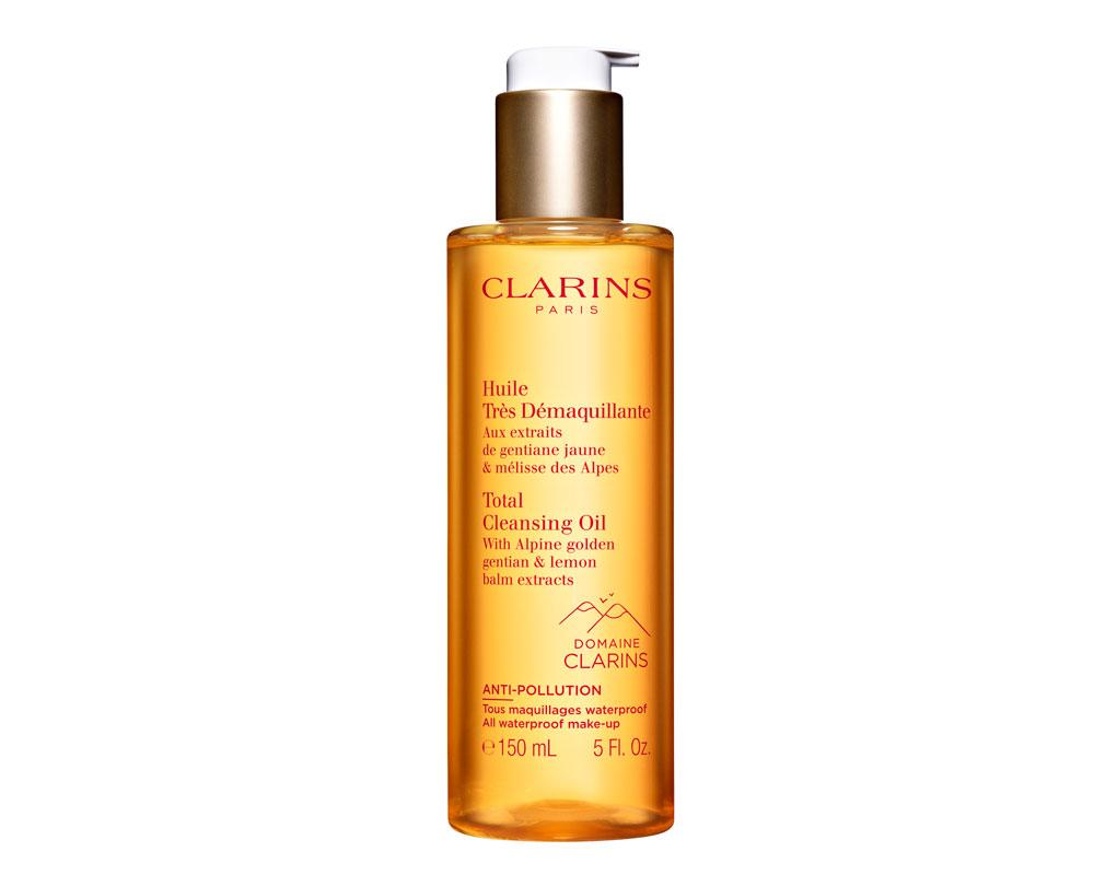 Clarins Total Cleansing Oil -puhdistusöljy muuttuu veden kanssa emulsiomaiseksi. Sopii vedenkestävän silmämeikin poistoon, 150 ml 35 e.