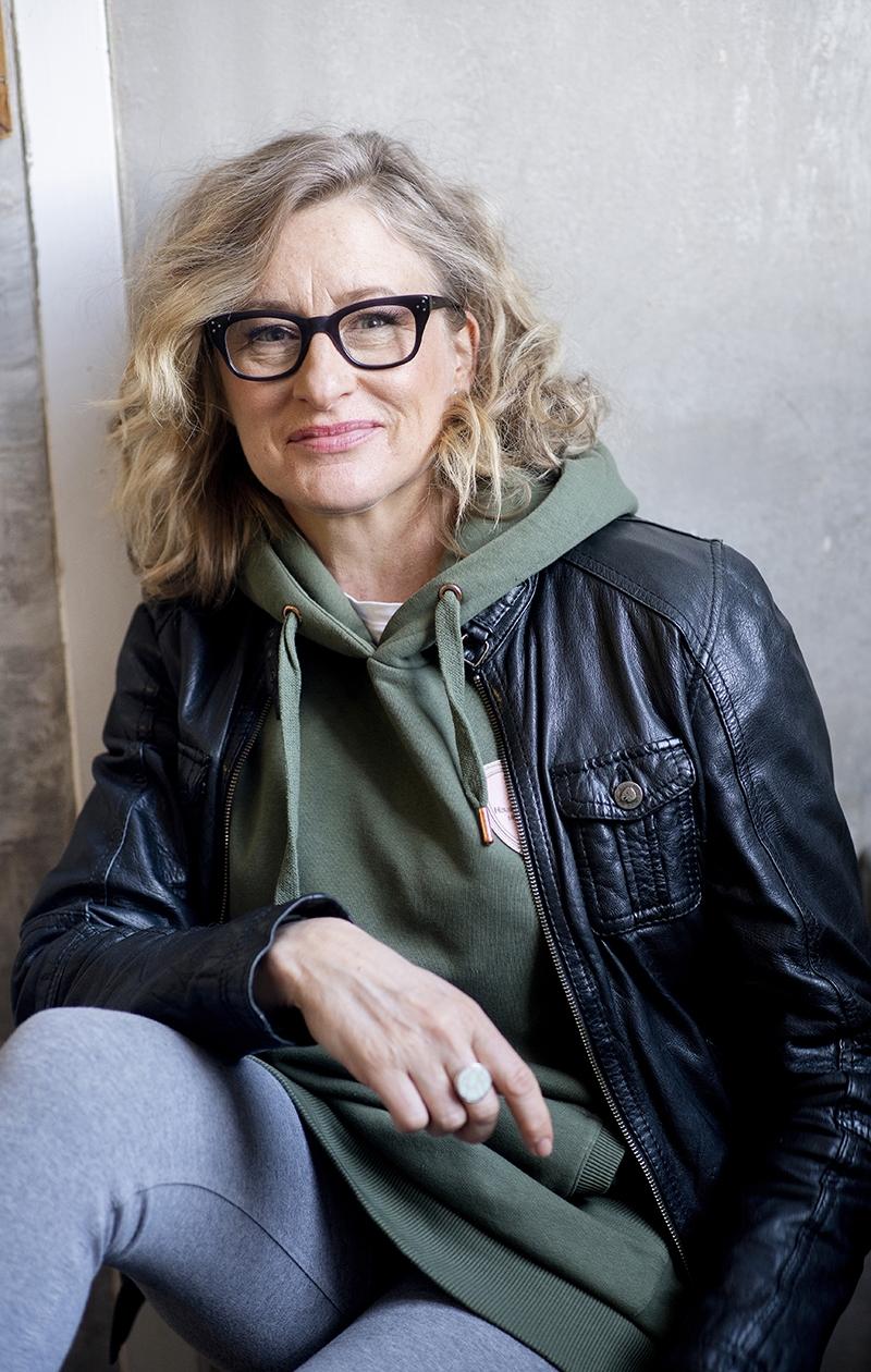 – En paljon katsele peiliin. Koska jos katson, petyn. Olen hyväksynyt sen, että ulkonäkö ei vain ole mun juttu, Katja Ståhl toteaa.