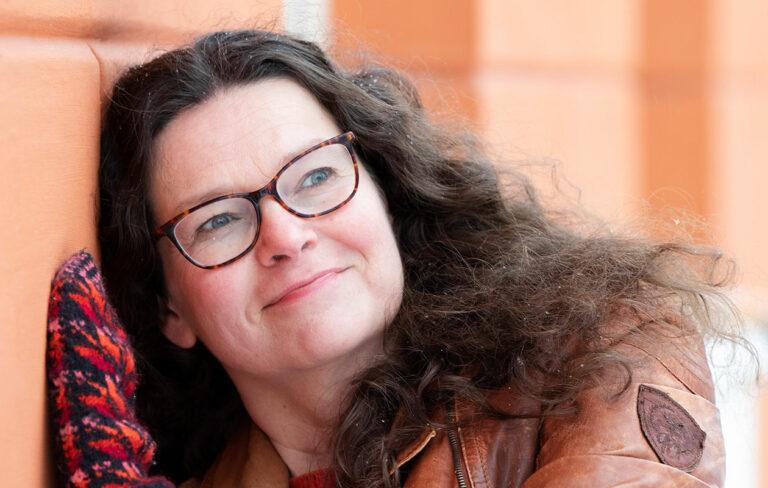 Ann-Christin Antell: Puuvillatehtaan varjossa