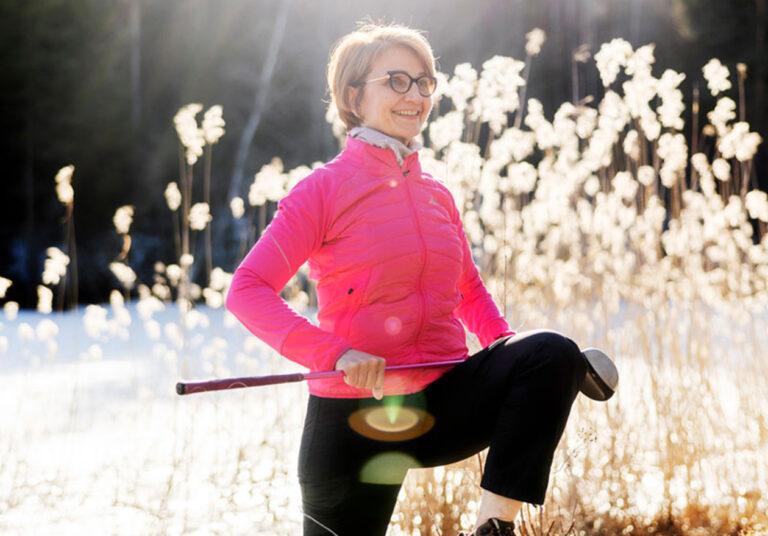 Liikuntasuositusten mukainen, monipuolinen liikunta mieluisalla tavalla on hyvä ohje jokaiselle. Pirjo Komulaiselle se tarkoittaa muun muassa golfia.