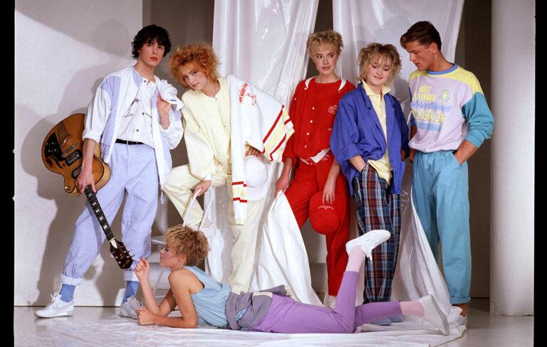 1980-luku muistetaan värikkäästä muodistaan.