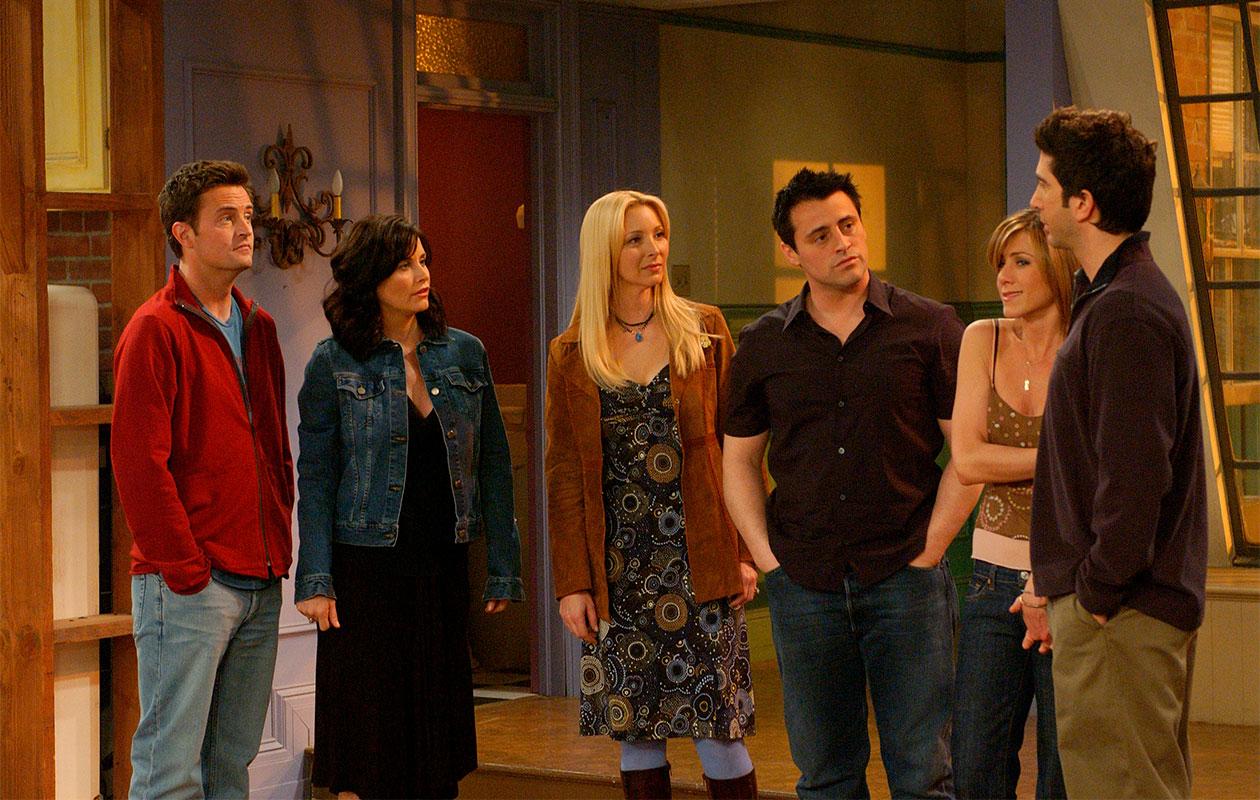 Frendit-sarjan näyttelijät tekemässä sarjan viimeistä kohtausta.