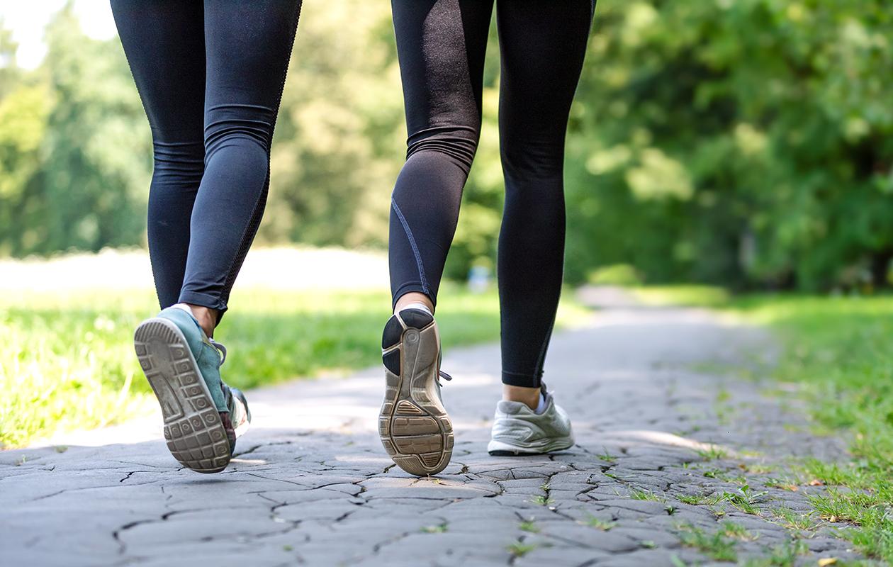 Juoksutavoite voi olla helpompi saavuttaa ystävän kanssa lenkkeillen. Valitkaa yhdessä juoksuohjelma, joka sopii molemmille.