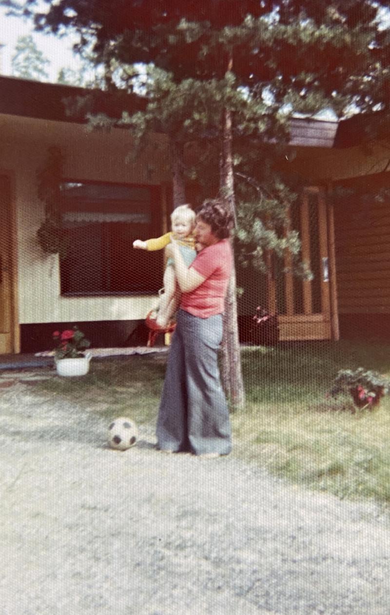 Kirsi Alm-Siiran lapsuuskuva