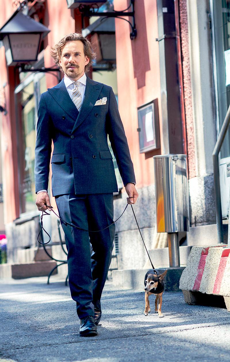 Teemu Muurimäki ja hänen koiransa Jasper.