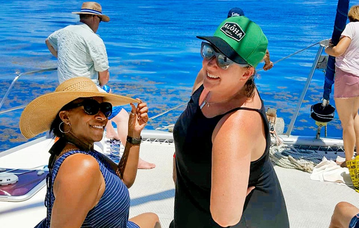 Tina Gaines ja hänen ystävänsä Dawn.