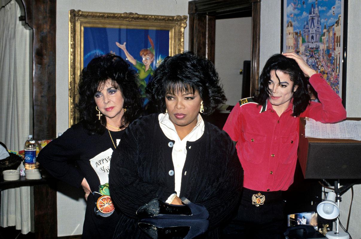 Oprah (keskellä) valmistautuu haastatteluun Elizabeth Taylorin ja Michael Jacksonin kanssa.