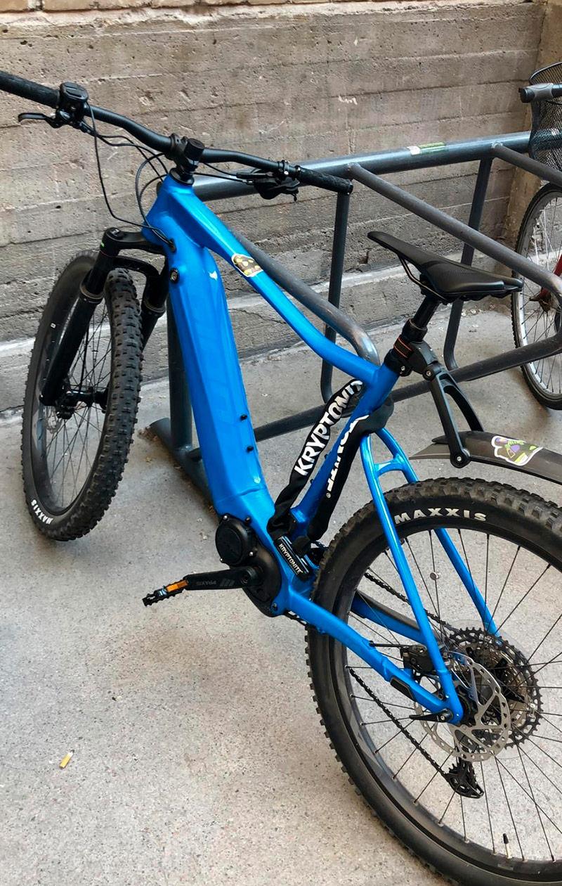 Sinirunkoinen polkupyörä.