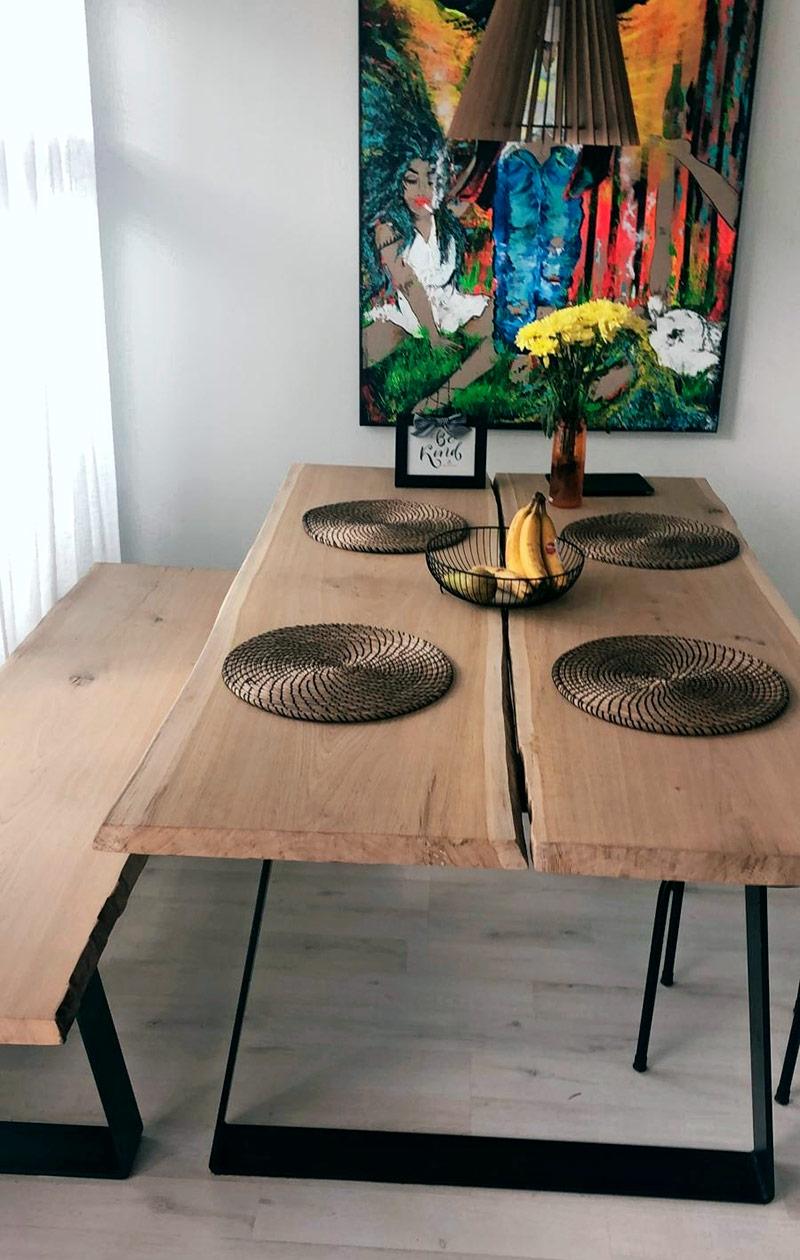 Lankkupöytä, jonka molemmin puolin on pitkät penkit.