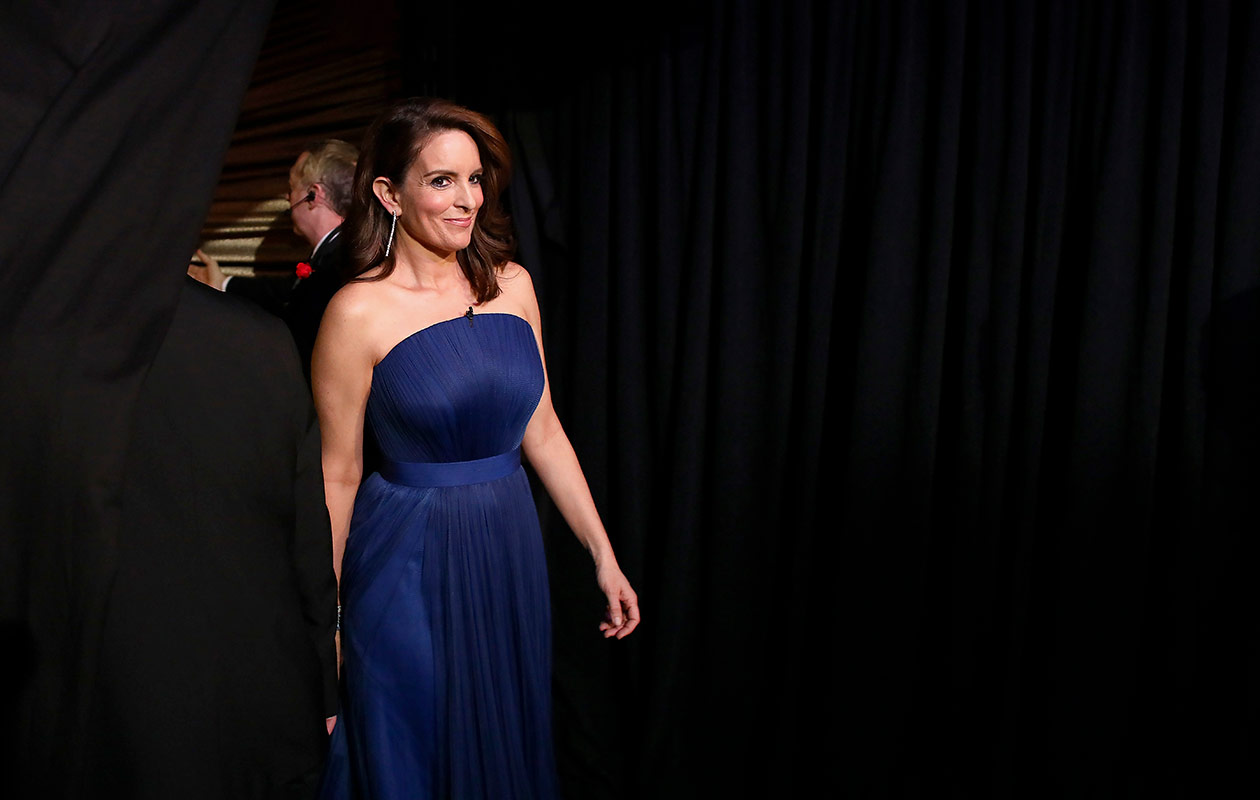 Tina Fey sinisessä iltapuvussa.