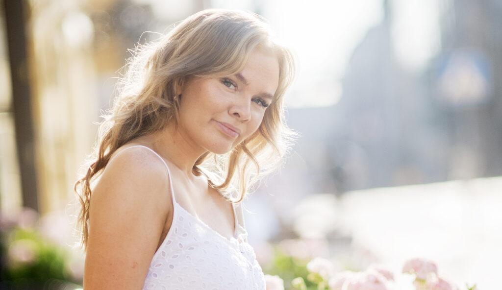 Karoliina Nikulainen on kiitollinen biologiselle äidilleen, että tämä ymmärsi luopua hänestä. Ratkaisun ansiosta Karoliina sai elää turvallisen lapsuuden.