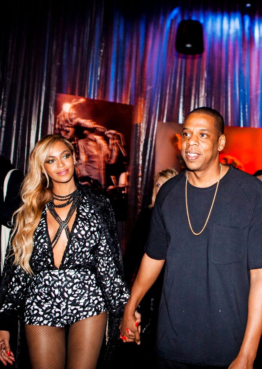 Beyoncé ja Jay Z käsi kädessä.
