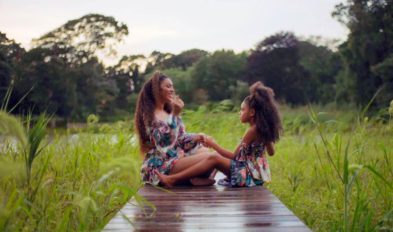 Beyoncé tyttärensä Blue Ivyn kanssa.