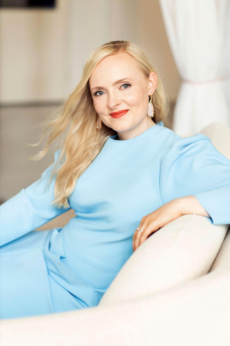 Maria Ohisalo odottaa pääsevänsä tutkimaan äitiyspakkausta. Vasta sen jälkeen hän miettii miehensä kanssa muita hankintoja vauvalle.