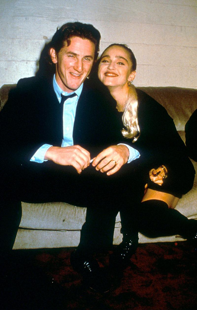 Sean ja Madonna istuvat vierekkäin.