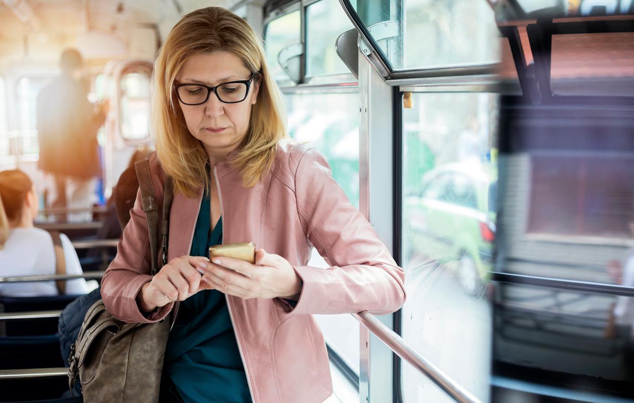 nainen matkalla töihin