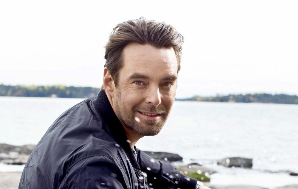 Mikko Leppilampi merimaisemassa.