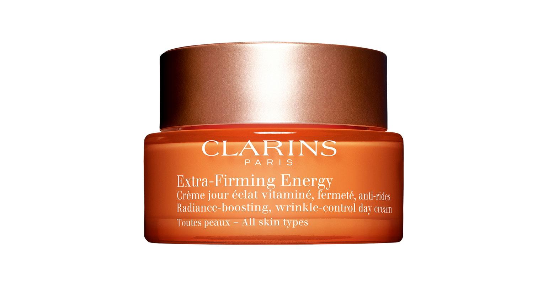 Clarins Extra-Firming Energy – Radiance Boosting Wrinkle Control -päivävoide sisältää luomutuotettuja kasviuutteita ja aprikoosiöljyä, 50 ml 93 e.