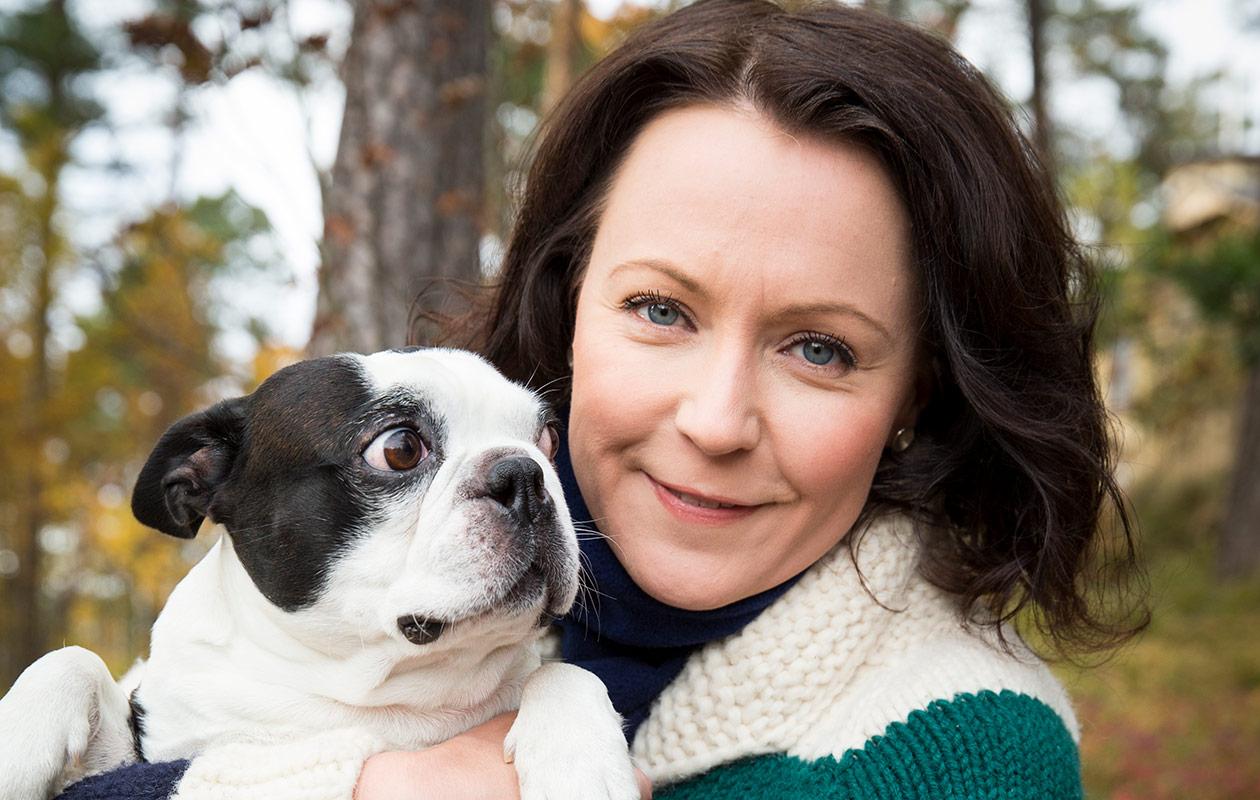 Jenni Haukio ja Lennu-koira.