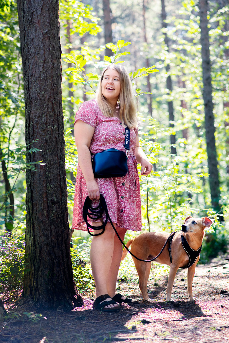 – Meidän kannattaa miettiä, mitä itse pystymme antamaan koiralle, Stefanie Lindroos pohtii.