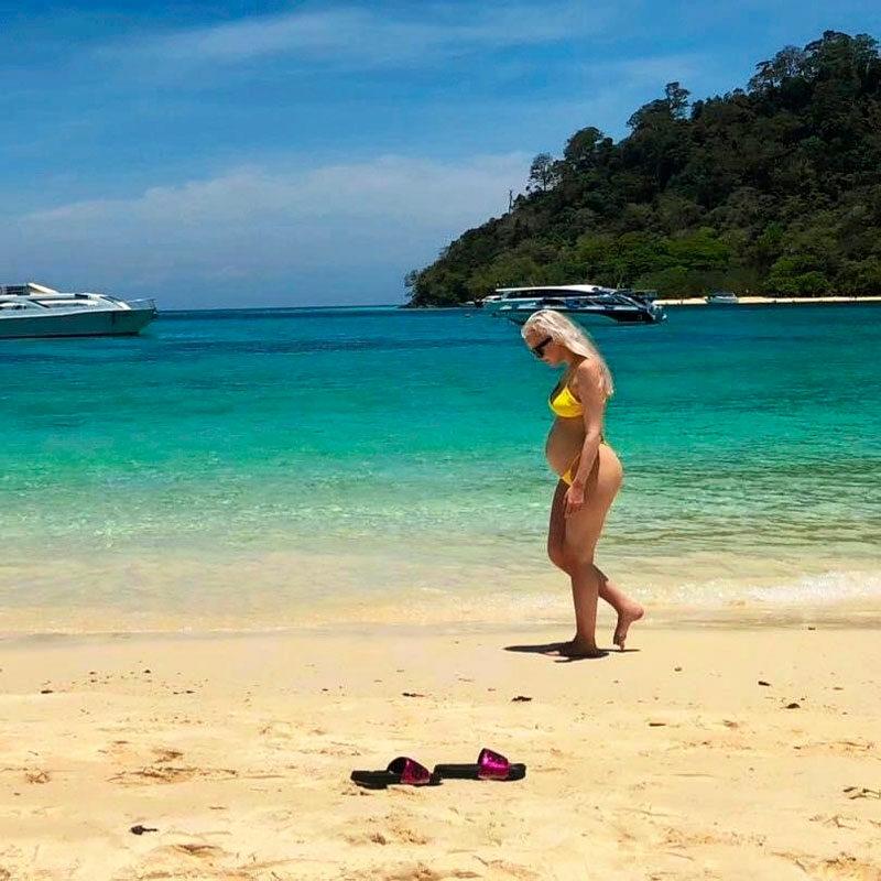 Lomamatkalla Thaimassa vuonna 2019 Karoliinan oma raskaus oli jo pitkällä.