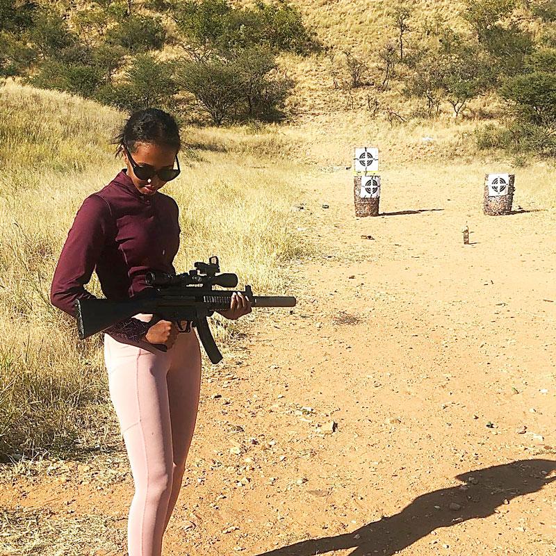Ujuni Ahmed harrastaa ammuntaa.