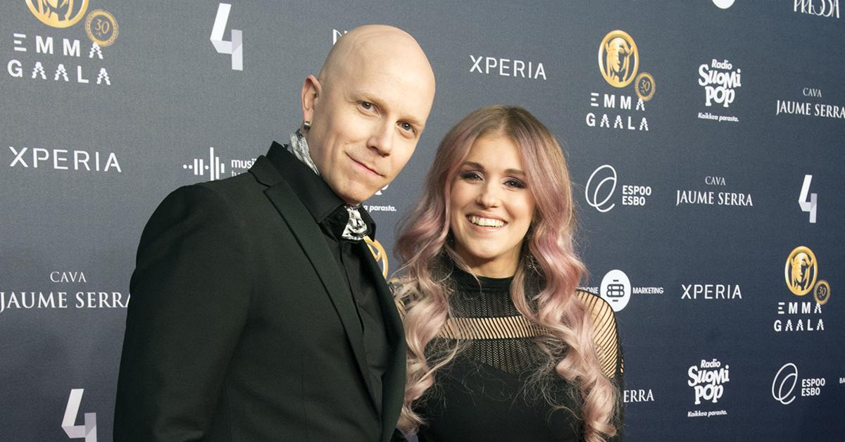 Kahden lapsen vanhemmat Toni Wirtanen ja Jannika B.