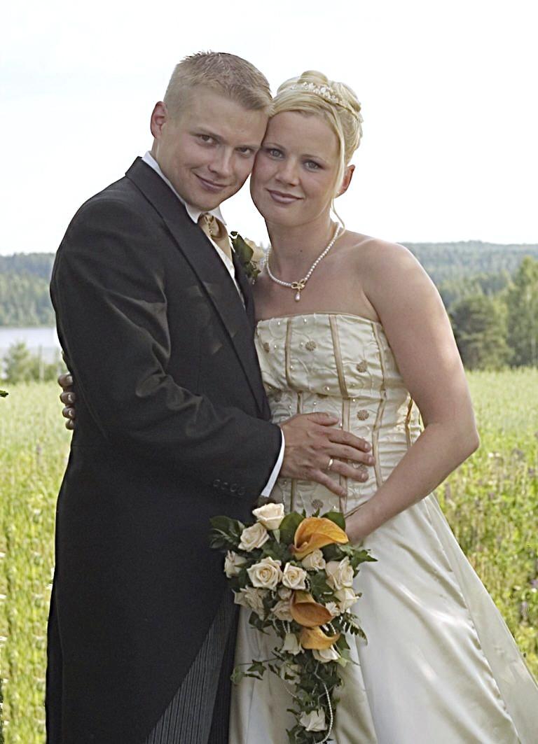 Mira ja Henkka menivät naimisiin kuumana kesäpäivänä vuonna 2005.