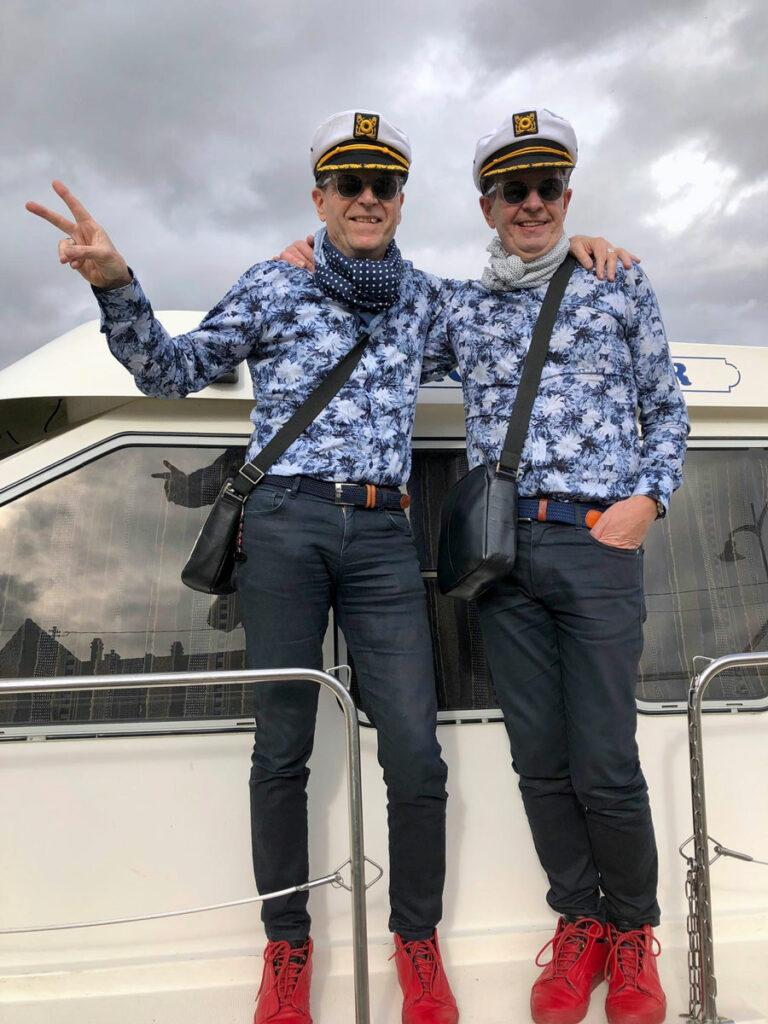 Jukka Turunen ja Timo Ranta veneellä Ranskassa.