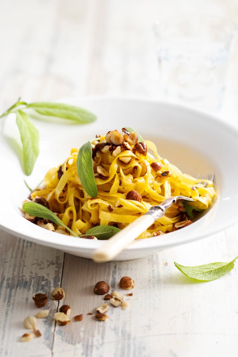 pähkinävoissa paistettu pasta
