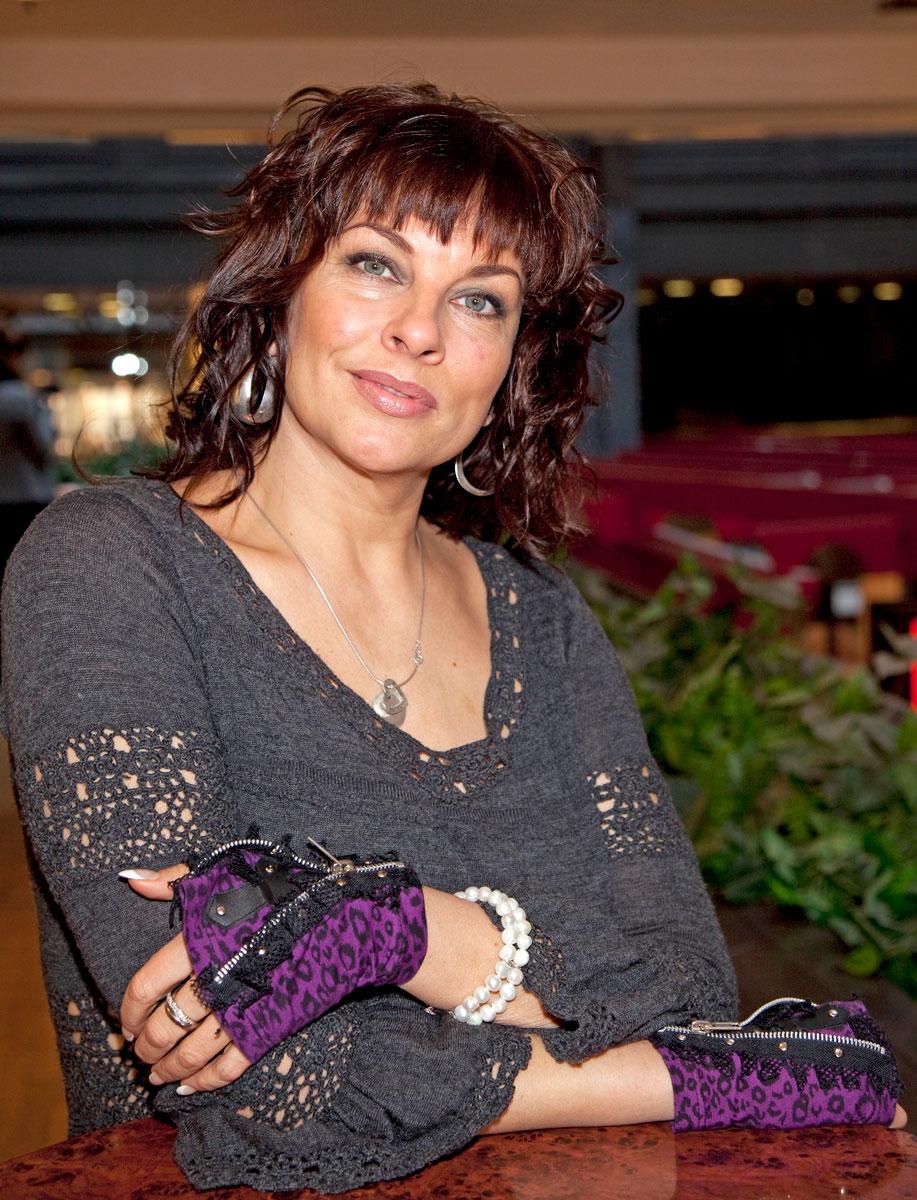Satu on näytellyt teatterissa, elokuvissa ja televisiosarjoissa. Vuonna 2009 hän oli mukana Jos rakastat -elokuvassa.