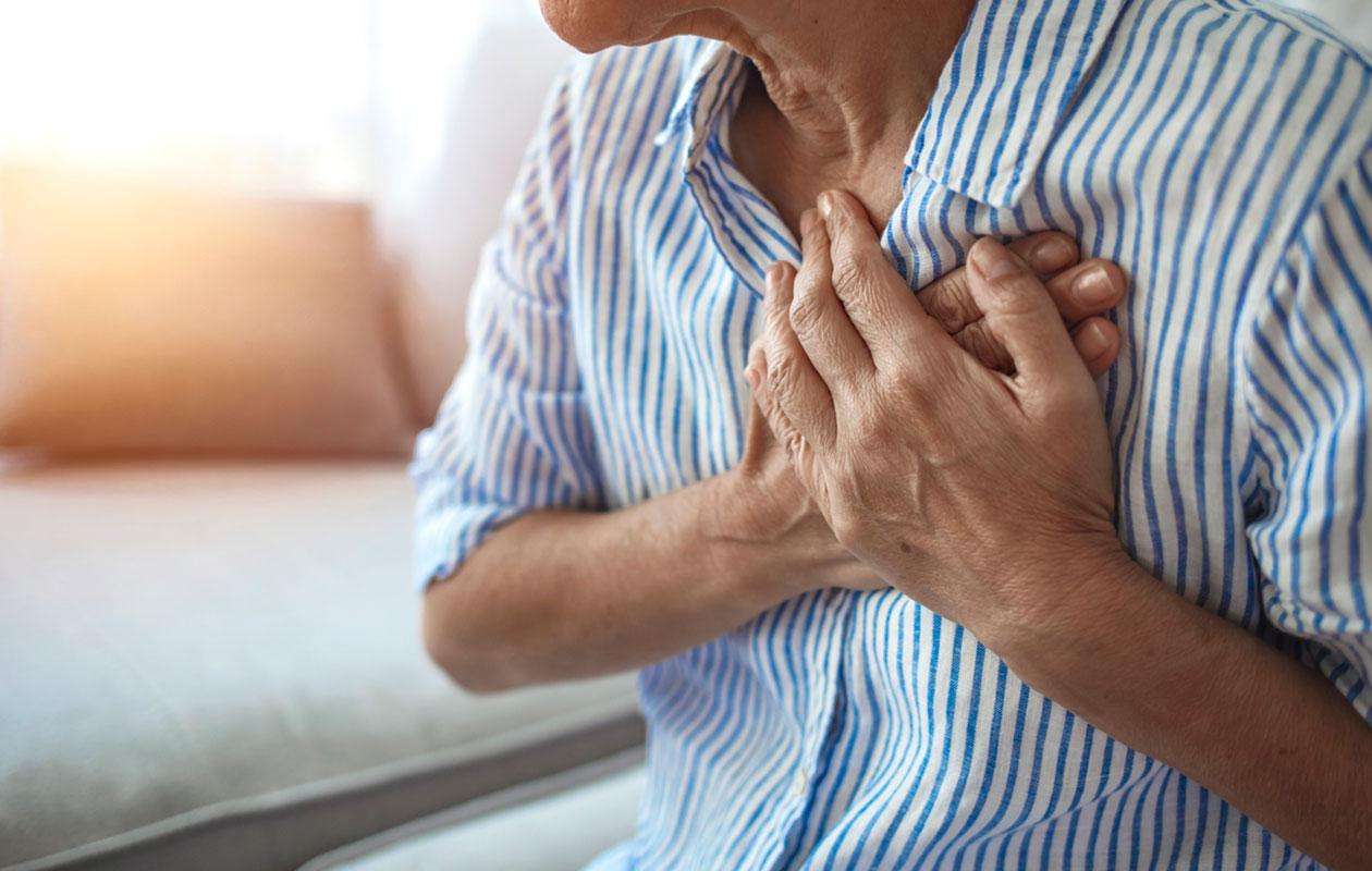 Särkyneen sydämen syndrooma oireilee voimakkaana rintakipuna.