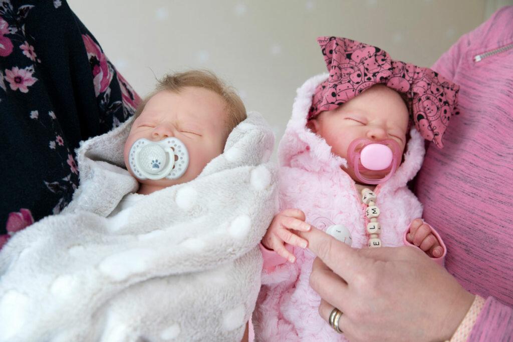 Aitoa vauvaa muistuttava reborn-nukke.