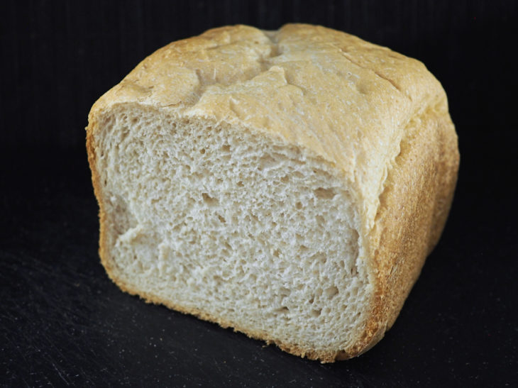 Vehnä-kauraleipä leipäkoneella