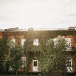 Pioneeripuistossa on vanhoja kasarmirakennuksia 1900-luvun alkupuolelta.