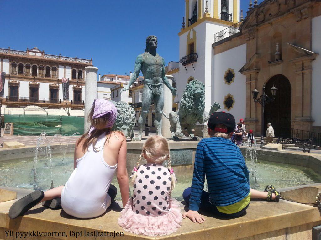Kolme lasta Espanjassa