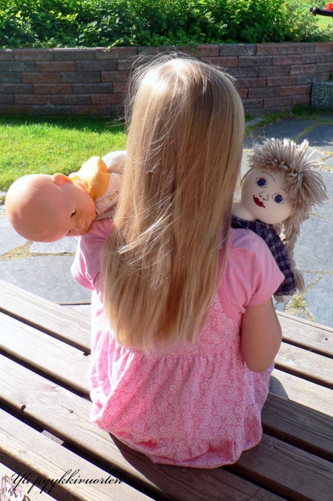 tyttö, nuket